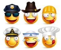 Uppsättningen för Smileyframsidavektorn av yrken med hattar gillar polisen Royaltyfri Foto