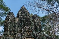 Upptäckt i mitt av den kambodjanska djungeln det Angkor komplexet Arkivbild