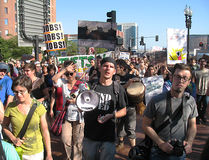 Uppta Boston megafonpersoner som protesterar Royaltyfri Bild