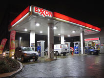 Upptagen bensinstation Royaltyfri Bild