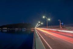 Upptagen bro över vatten Royaltyfria Foton