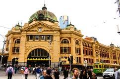 Upptagen Flindersgatastation royaltyfri fotografi