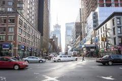 Upptagen gata i Manhattan Royaltyfri Fotografi