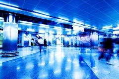 upptagen interior för flygplats Royaltyfria Bilder