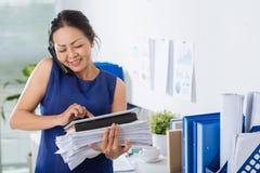 upptagen kvinna för affär fotografering för bildbyråer