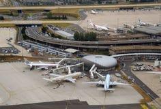 upptagen paris för flygplats terminal Arkivbild