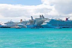 Upptagen port i St. Maarten Royaltyfri Foto