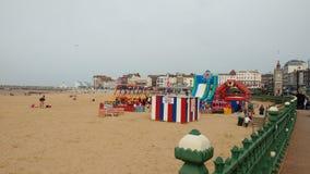Upptagen strand Arkivbild