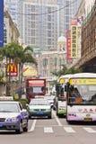 Upptagen trafik i det Xiamen centret, Kina Arkivbilder