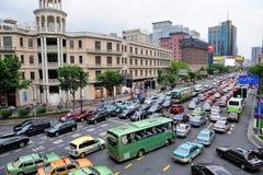 Upptagen trafik i Shanghai Arkivbild