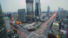 Upptagen vägföreningspunkt i Seoul, Sydkorea stock video