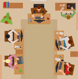 Upptaget affärsfolk som sitter på tabellvektor stock illustrationer