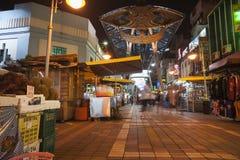 Upptagna asiatiska nattmarknader. Royaltyfri Bild