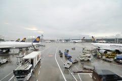 Upptagna flygplatsoperationer Arkivfoto
