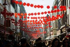 Upptagna gator av den London kineskvarteret Royaltyfria Foton