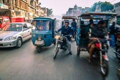 Upptagna gator av Lahore royaltyfri fotografi