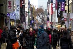 Upptagna gator av Myeongdong Seoul Korea Arkivbild