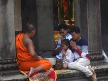 Upptagna gator av Phnom Penh - huvudstad av Cambodja Arkivfoto