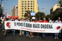 upptar global lisbon mass för 15 oktober protester Fotografering för Bildbyråer