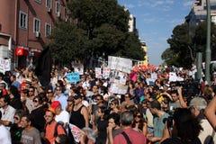 upptar global lisbon mass för 15 oktober protester Royaltyfria Foton
