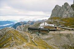 Upptill av de Karwendel bergen Arkivbild