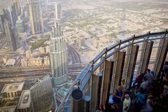 Upptill Burj Khalifa, Dubai, UAE Arkivbild