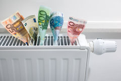 Uppvärmningtermostat med pengar Arkivbilder