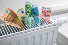 Uppvärmningtermostat med pengar Arkivbild