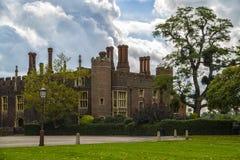 uppvakta den hampton slotten Royaltyfri Foto