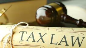 Uppvakta den lagliga klubban för skattlagsystemet av den lagliga koden för domaren av domen