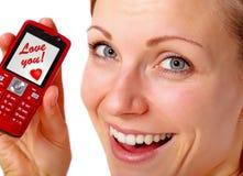 uppvisning för telefon för kvinnligförälskelsemeddelande Royaltyfria Bilder