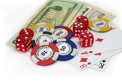 Uprawiać hazard pieniądze, kostka do gry i karty, obrazy stock