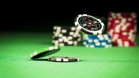 Uprawiać hazard pojęcie, rozpraszający układy scaleni na zielonej todze zdjęcia royalty free