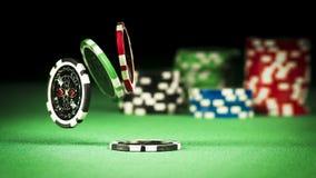 Uprawiać hazard pojęcie, rozpraszający układy scaleni na zielonej todze fotografia stock