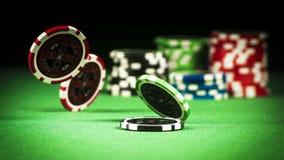 Uprawiać hazard pojęcie, rozpraszający układy scaleni na zielonej todze obraz royalty free