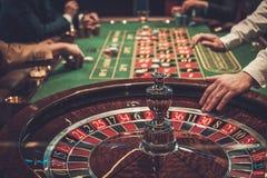 Uprawiać hazard stołowy w luksusowym kasynie zdjęcia stock