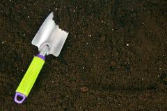 Uprawiać ogródek Ogrodowy narzędzie na ziemi Zdjęcie Royalty Free