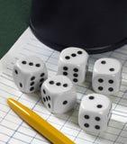 Uprawiać hazard z kostka do gry Zdjęcia Stock