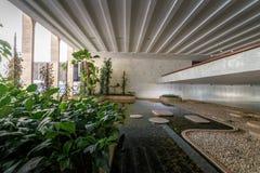 Uprawia ogródek przy Wejściowym Hall Itamaraty pałac wnętrze - Brasilia, Distrito Federacyjny, Brazylia obraz royalty free