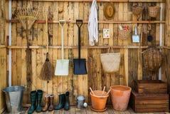 Uprawiający ogródek narzędzia w jacie, narzędzia rolniczy wyposażenie w gospodarstwie rolnym, wytłacza wzory pojęcie obrazy royalty free