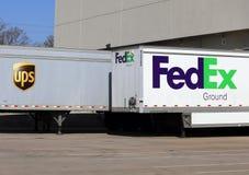 UPS contra Fedex Fotos de archivo libres de regalías
