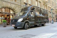 UPS leveranslastbil i Helsingfors, Finland Royaltyfria Foton