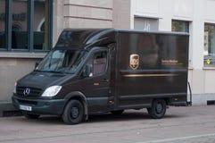 UPS-LKW geparkt in der Straße lizenzfreies stockfoto
