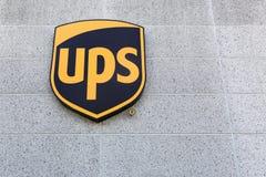 UPS-Logo auf einer Wand Stockfoto