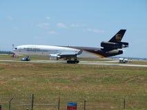 UPS MD-11 étant retiré Photo stock