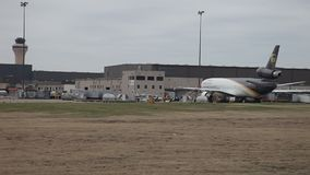 UPS nivåer och nav på DFW-flygplatsen lager videofilmer