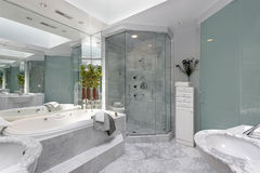 Upscale master bath Royalty Free Stock Photography