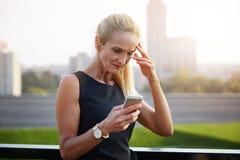 Upset businesswoman reading text message Royalty Free Stock Photo