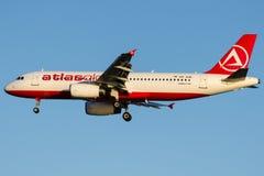 UR-AJB AtlasGlobal, Aerobus A320-233 zdjęcie royalty free