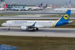 UR-EMD Ukraine International Airlines, Embraer 190-100STD Photo libre de droits
